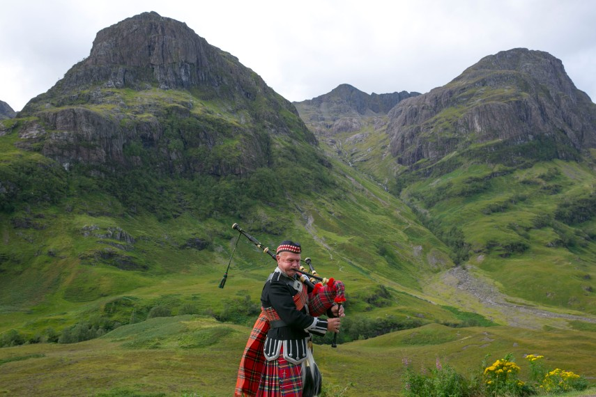 bagpipe-player-highlands2