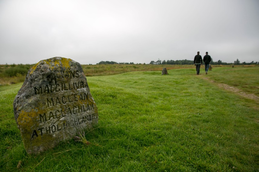 stone-dedicated-to-clans-culloden-battle